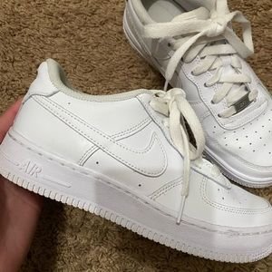 White Womens Air Force 1's | Size: 7 EQUIVALENT